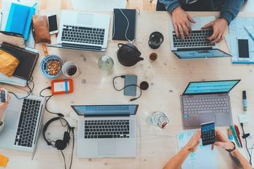 Qu'est-ce qu'un hackathon et comment en organiser un avec succès ?